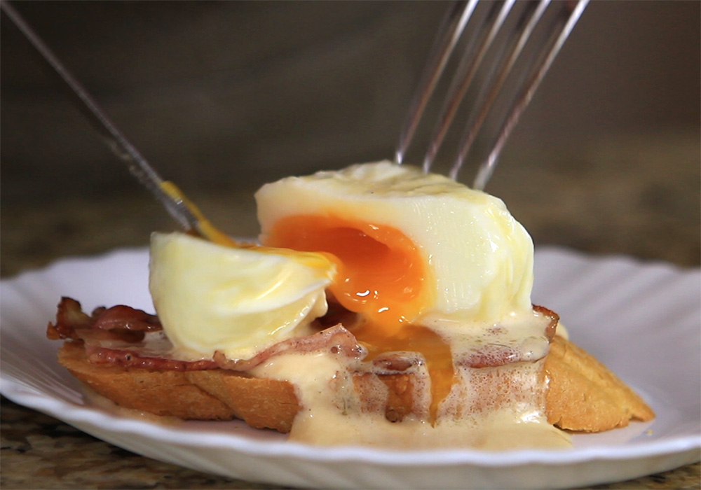 Яйца-пашот под соусом hollandaise
