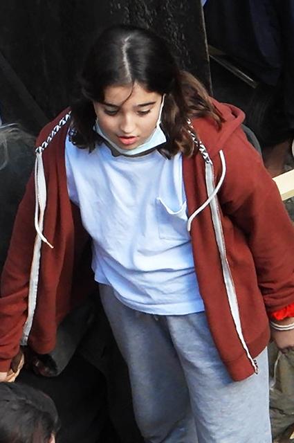 Младшая дочь Моники Беллуччи навестила ее на съемочной площадке в Риме Звездные дети