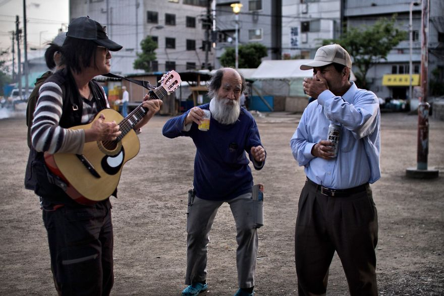 Японские бомжи, сатанисты и рэперы: фотограф документирует жизнь субкультур по всему миру история,самостоятельные путешествия,страны,тревел фотография,япония