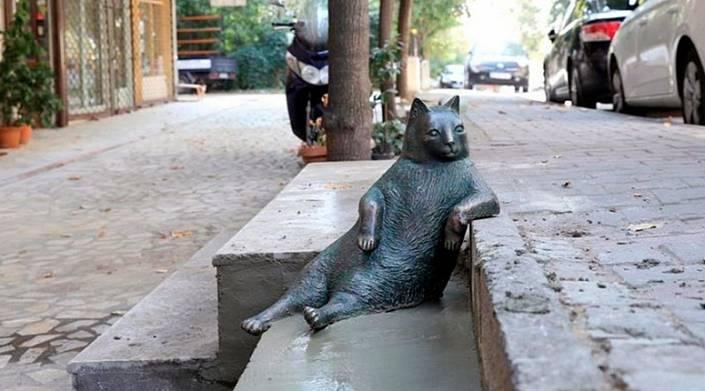 Томбили – памятник коту в Стамбуле