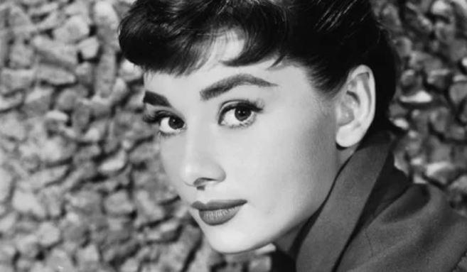 Тайны красавиц Золотого Голливуда – Элизабет Тейлор выбривала лицо, Одри Хепберн отделяла реснички булавкой