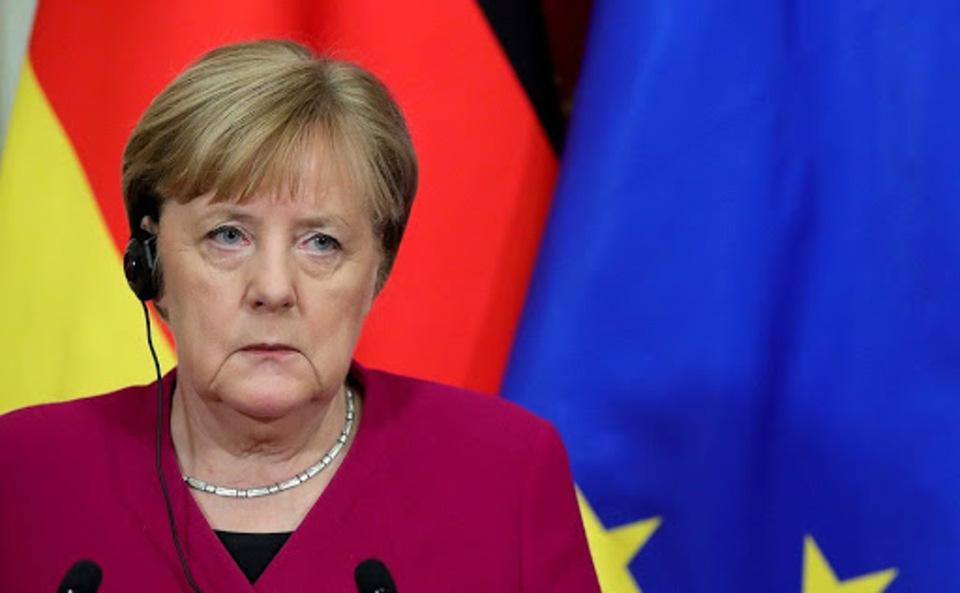 Меркель пригрозила России новыми санкциями