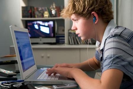 Опасные Сети: Как Европа защищает детей в интернете