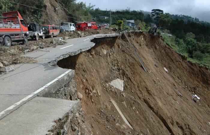 Опаснее этих дорог нет.