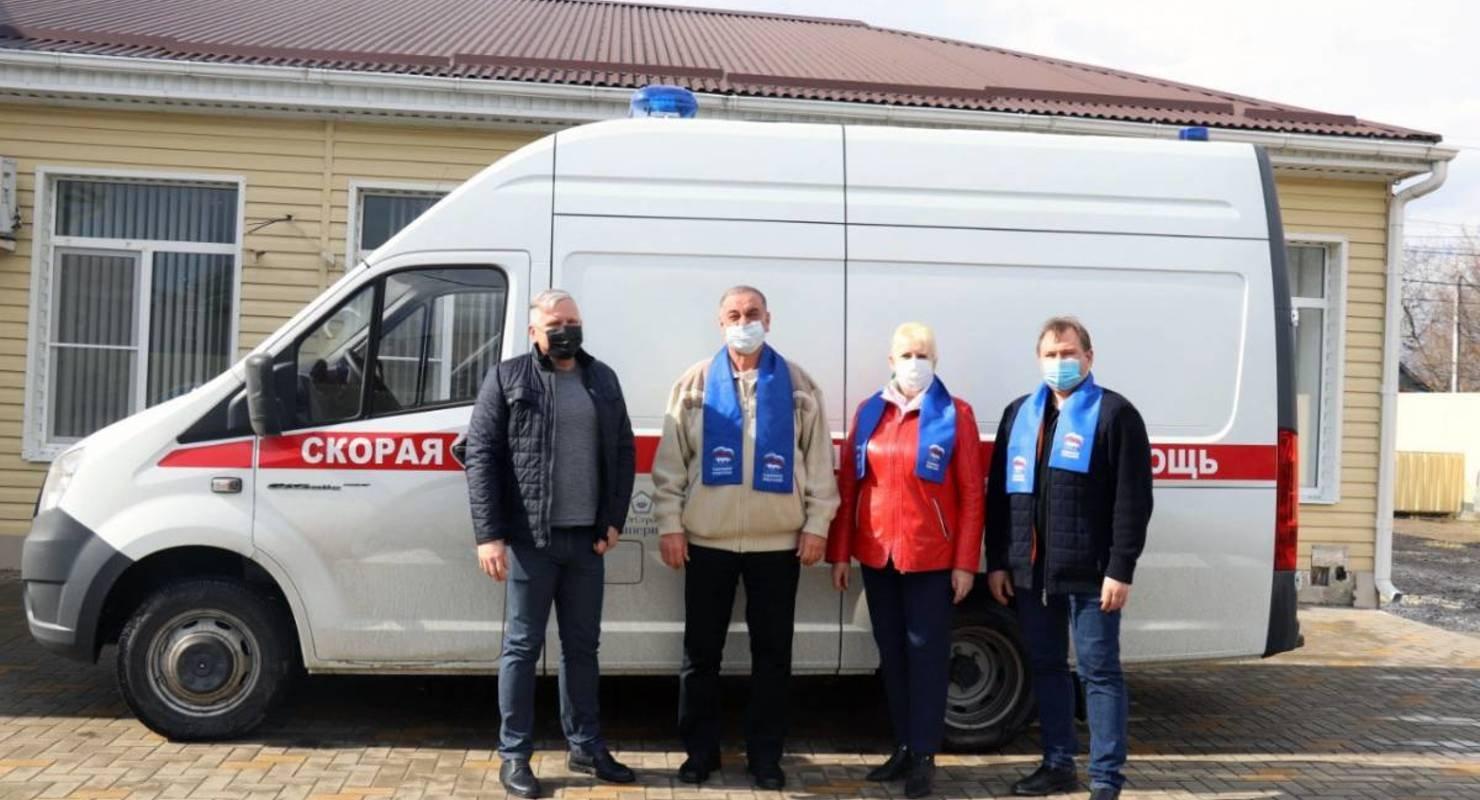 В Динском районе депутаты закупили оборудование в автомобиль скорой помощи Автомобили