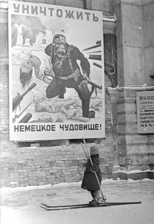 4. Агитационный плакат в Ленинграде, 1941 год жизнь, исторические фото, история, прошлое, фото