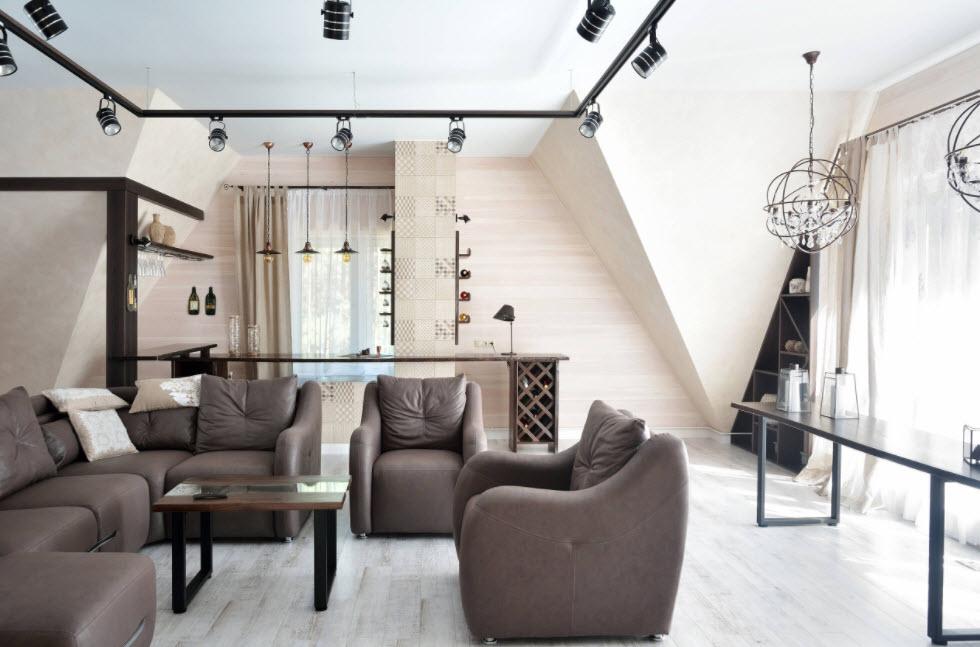 уютная мансарда с мягкой мебелью