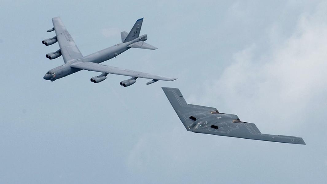 Стратеги нелокального значения: чем угрожают России B-52 близ границ?