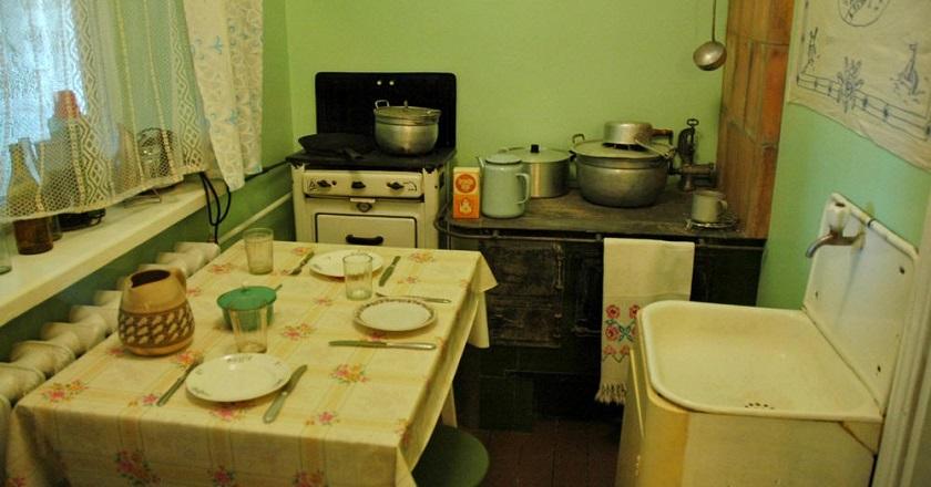 На кухню бабушки было страшно смотреть, но старушка удивила всю родню...