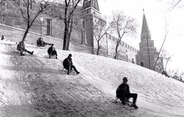 Ледяная горка около Кремля. Москва, 1960-е СССР, детство, ностальгия, подборка