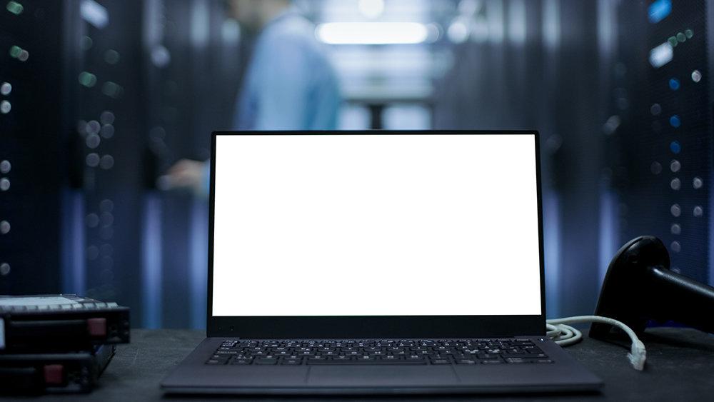 Найден способ с помощью зеркала сделать экран ноутбука сенсорным