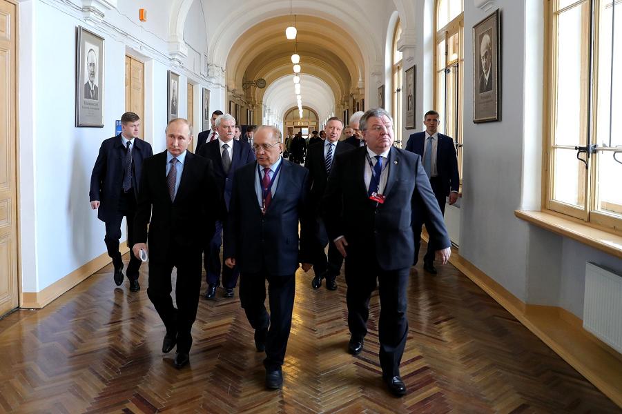 Путин верит в новую «технологическую волну». И хочет ее оседлать