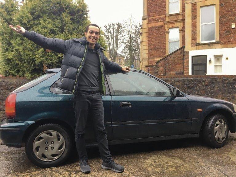 Британец купил автомобиль, потому, что он был дешевле, чем билет на поезд honda, авто, автомобили, автопутешествие, поезд, прикол, путешествие, экономия