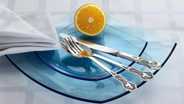 Таким способом можно очистить серебряные и мельхиоровые ложки / Фото: chistyulka.ru
