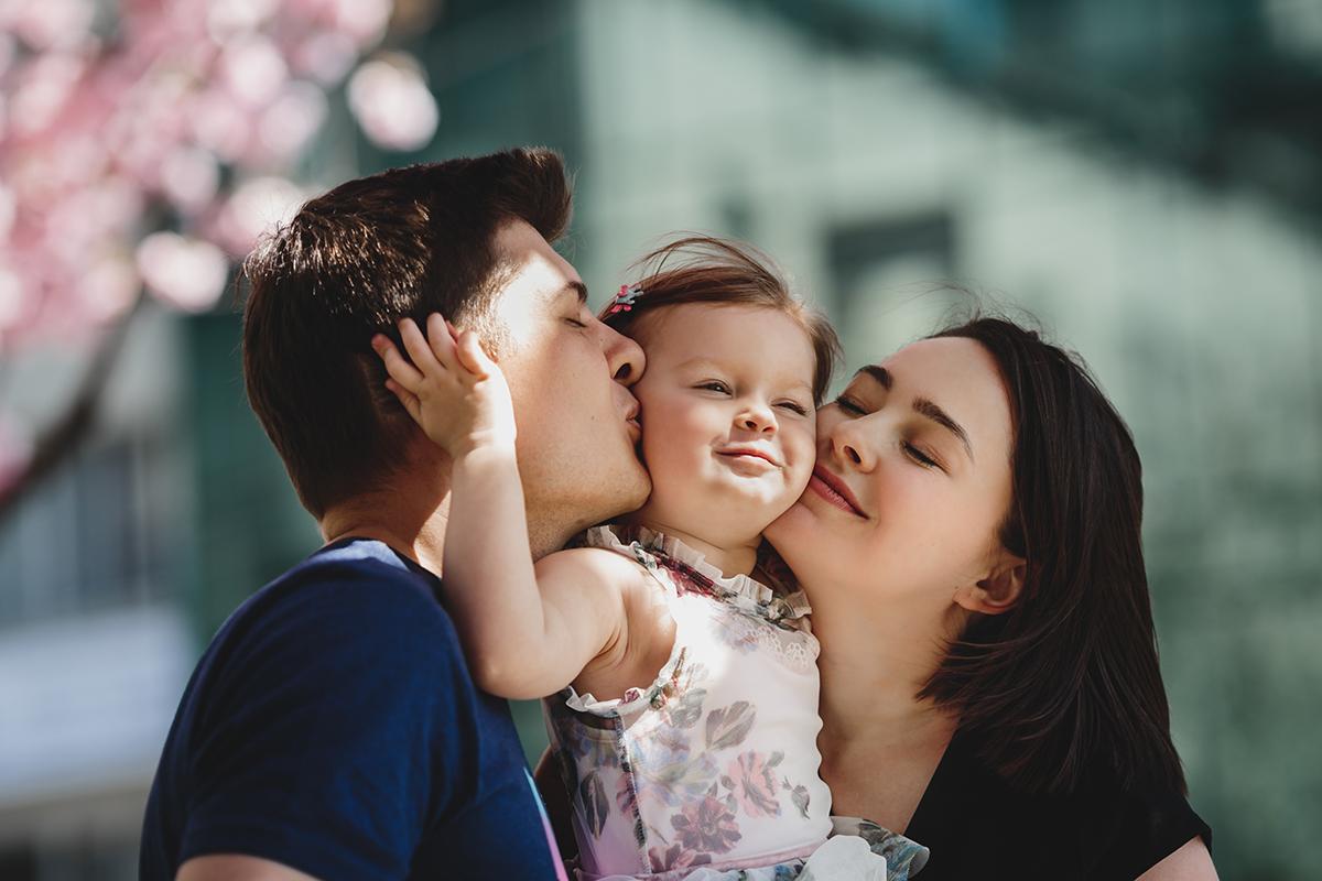 Учёные: ребенку необходимы объятия обоих родителей