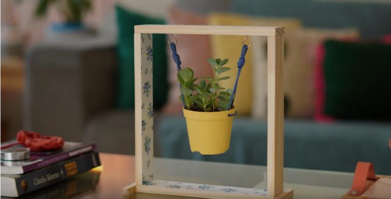 Нестандартное кашпо, которое достойно украсит любое окно в вашем доме