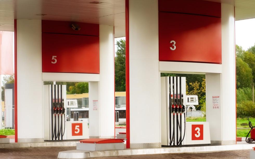 В России средняя цена литра бензина перешагнула отметку в 40 рублей