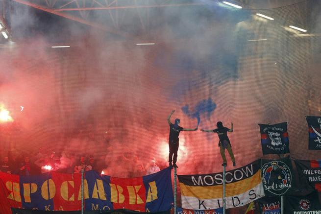 Мигранты напали на туристов из России. Они не подозревали, что нарвались на футбольных фанатов!