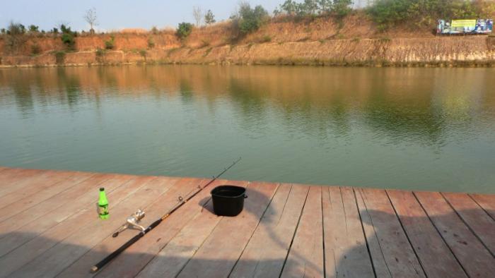 Рыбалка на озере монстров
