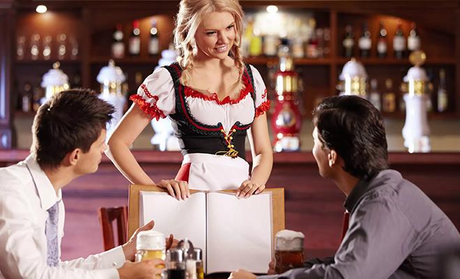 Заработок официанта в России, США и Германии: смотрим разницу