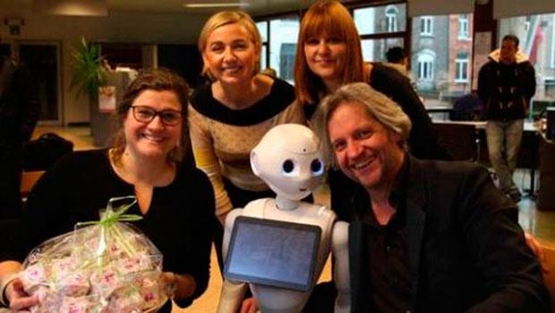 В Бельгии супруги усыновили робота