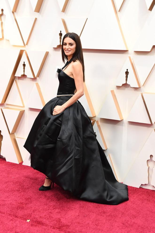 Мистическая семерка: роскошные черные платья «Оскара-2020» (фото 6)