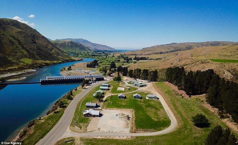 Знаменитая деревня была построена еще в 1930-х годах, а с 1989 считается заброшенной. ynews, деревня, жилье, заброшенные места, новая зеландия, новости, продажа, фото