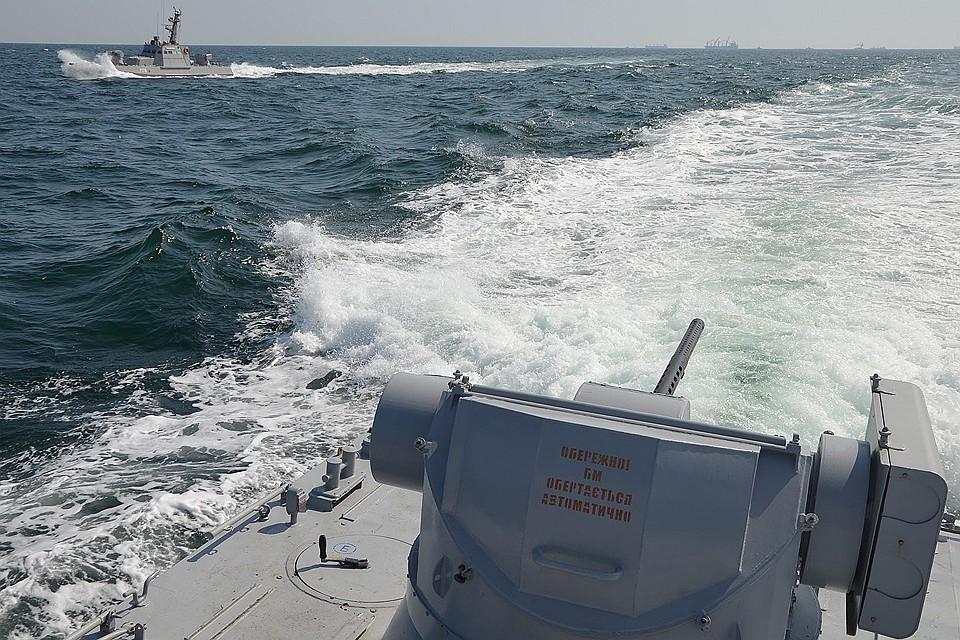 Мини-пьеса: Как российские погранцы украинских моряков уговаривали границу не нарушать