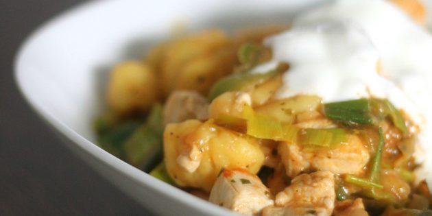 Чем заменить майонез в горячих блюдах: Соус сметанный с хреном