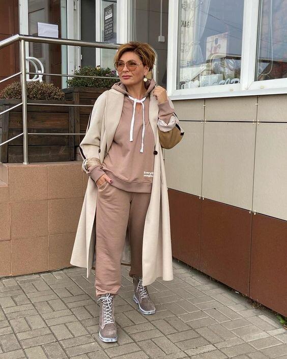 Надоели серо-черные балахоны? Современная женщина 50+ в светлых тонах внешность,гардероб,красота,мода,мода и красота,модные образы,модные сеты,модные советы,модные тенденции,обувь,одежда и аксессуары,стиль,стиль жизни,уличная мода,фигура