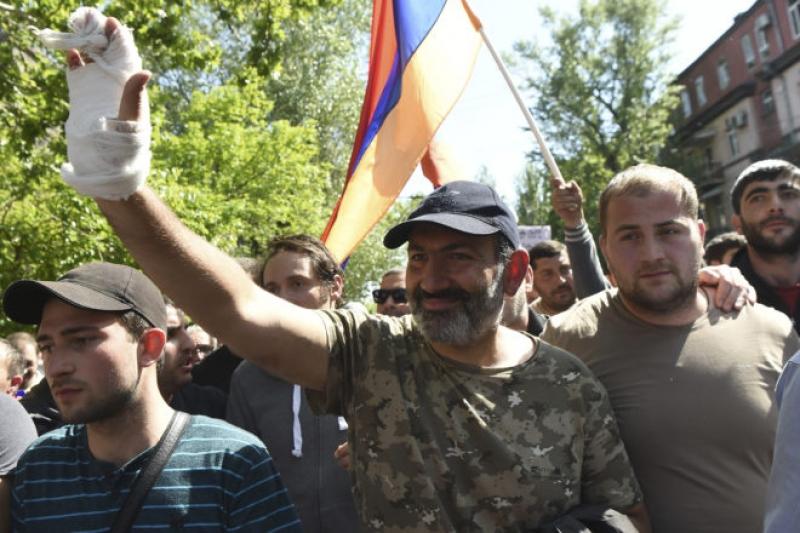 Политолог: Революционеры в Армении готовы к демонтажу государства