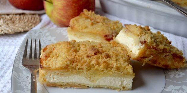 Насыпной пирог с яблоками и творогом
