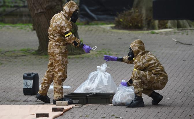 Если Скрипаля отравила Москва, то почему следы заметает Запад