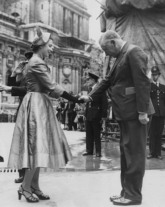 Елизавета II на репетиции коронации в Вестминстерском аббатстве, 22 мая 1953 года. фото № 1