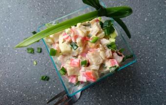 Яичный салат с крабовыми палочками