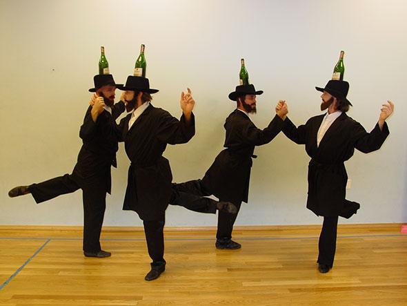 Еврейский танец с бутылками