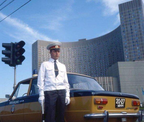Постовой ГАИ у гостиницы Космос. Москва, 1980 год СССР, детство, ностальгия, подборка