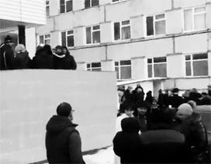 Массовое отравление детей в Волоколамском районе Подмосковья привело к стихийным беспорядкам