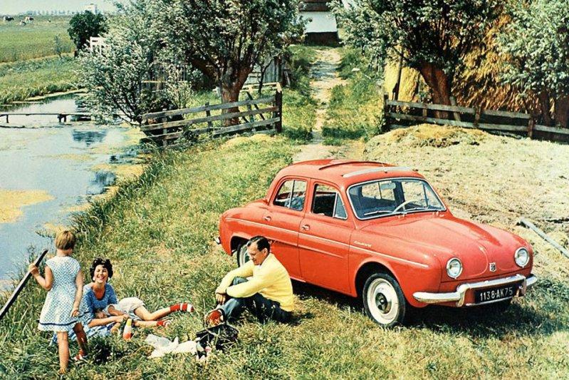 С 1956 по 1967 год компания Renault тоже производила заднемоторный седан – Dauphine.  заднемоторная компоновка, седан
