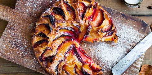 Как приготовить миндальный пирог со сливами