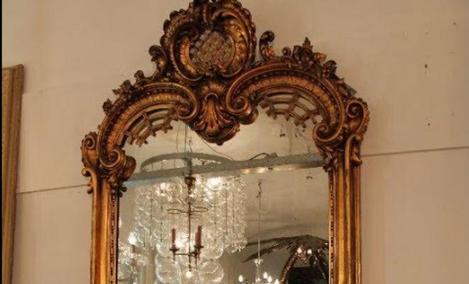 Тайник в старом зеркале: антиквар хотел выкинуть и случайно проверил