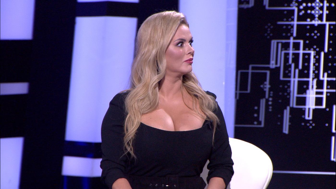 Раскрыт секрет роскошной груди Анны Семенович