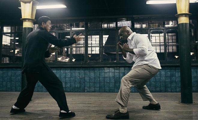 Майк Тайсон в 53 года пришел на ринг и показал бойцам ММА свои фирменные приемы