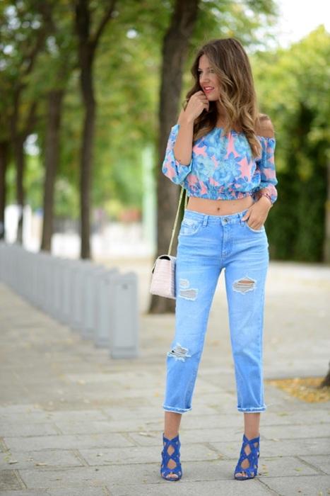 Укороченные джинсы с ярким топом - идеальный вариант для свидания. / Фото: glamradar.com
