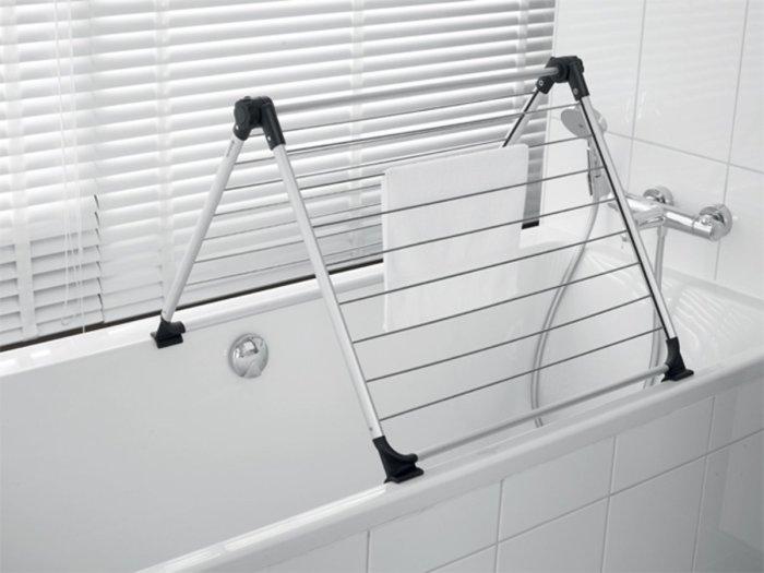 Складная сушка пригодится для большой семьи или квартиры с ограниченным пространством. /Фото: s.s-bol.com