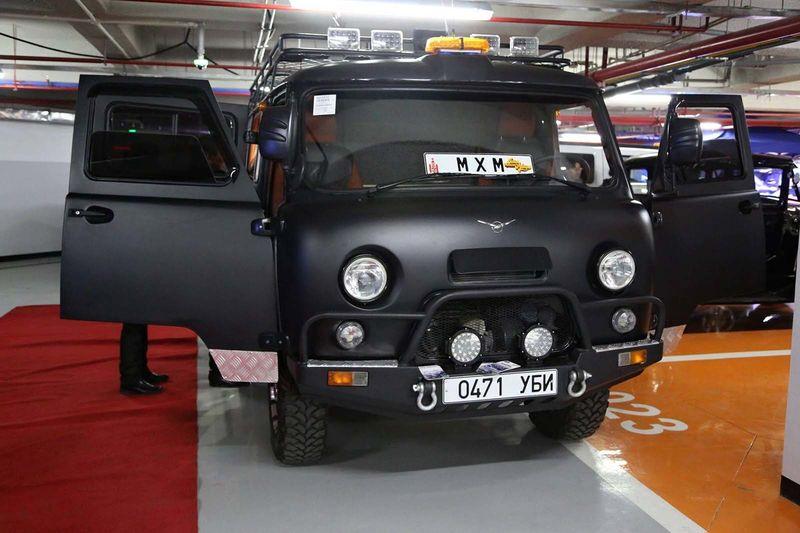 «Буханка» на прокачку: в Монголии «уазики» превращают в люксовые авто