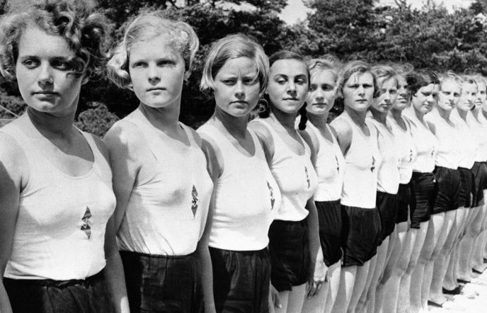 Их было больше 7 млн! О том, как Гитлер «воспитывал» в женщинах нацистские взгляды