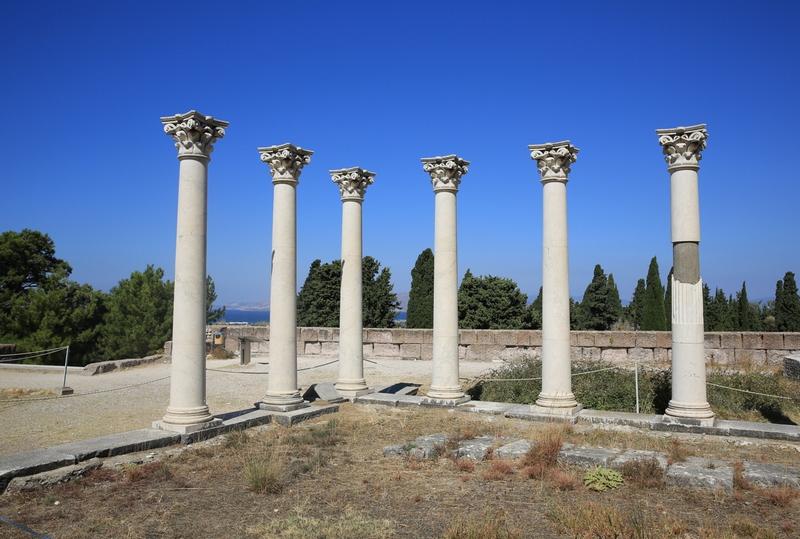 Останки древний сооружений на острове Кос в Греции.