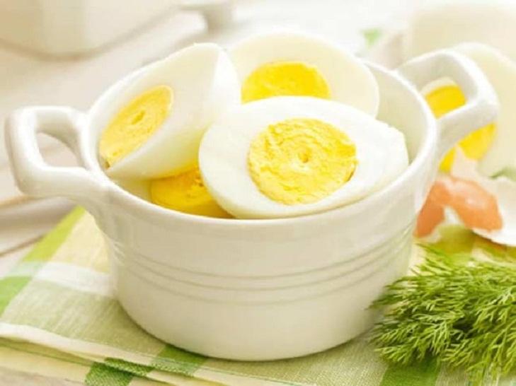 Яйцо, сладкий картофель, творог и другие богатые белком продукты, которые желательно съесть после тренировки