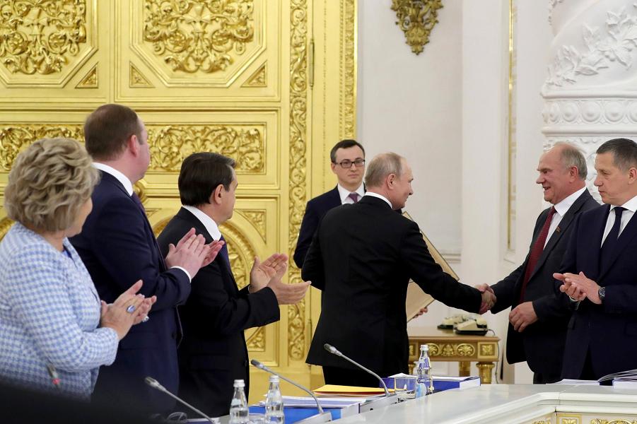 Путин издевательски поздравил Зюганова с юбилеем. Тот смолчал в ответ